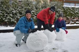 Building a snowman_12