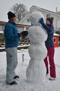 Building a snowman_25