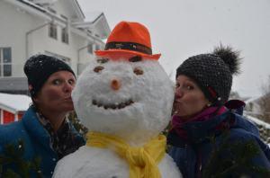 Building a snowman_33