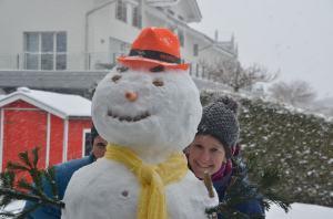 Building a snowman_38