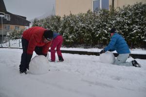 Building a snowman_9